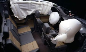 2004-nissan-titan-crew-cab-airbag-deployment-photo-66335-s-1280x782